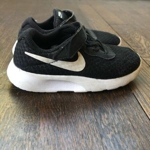 Toddler black Nike Sneakers